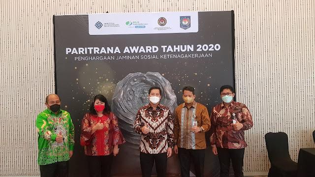 Hotbonar Sinaga Apresiasi Presentasi Steven Kandouw Saat Pemaparan Kandidat Paritrana Award 2020.lelemuku.com.jpg