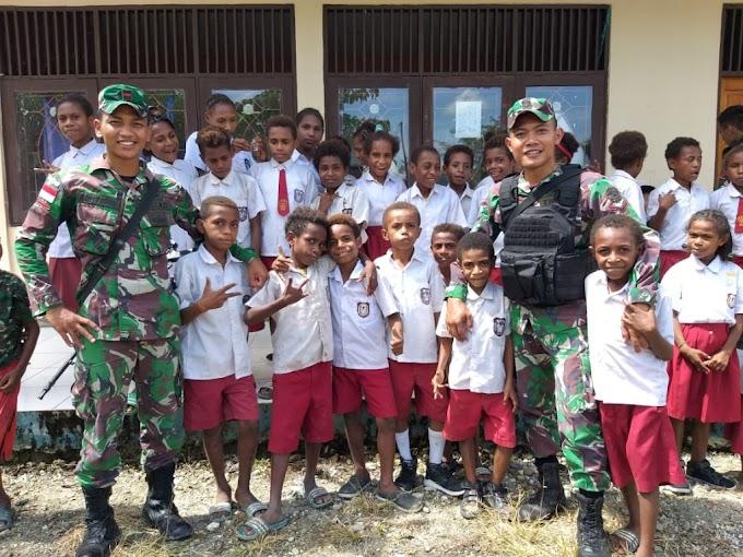 Melatih Disiplin, Satgas Raider 300 Memberikan Materi PBB