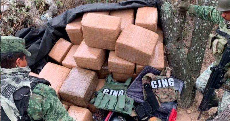 Aseguran 355 kilos de droga, armas largas y equipo táctico del CJNG en SLP