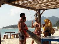 Ada Bule Berbikini di Pantai Lhoknga Aceh Besar; ini Pelanggaran Qanun Syariat Islam di Aceh