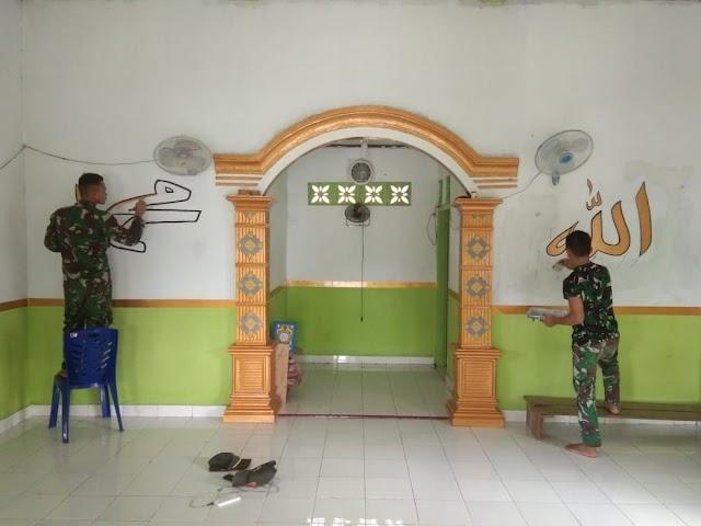Satgas Pamtas Yonif 131 Bantu Warga Renovasi Musholah di Kampung Sanggaria Papua