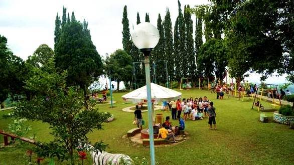 Area Play Ground Puncak Rembangan Jember