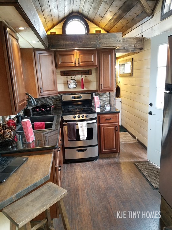 Tiny House Town Spacious Log Cabin Tiny Home 290 Sq Ft
