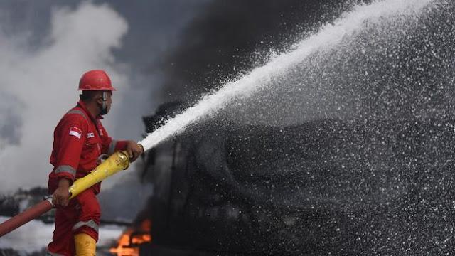 Lantai Dua Pasar Kembang Surabaya Terbakar