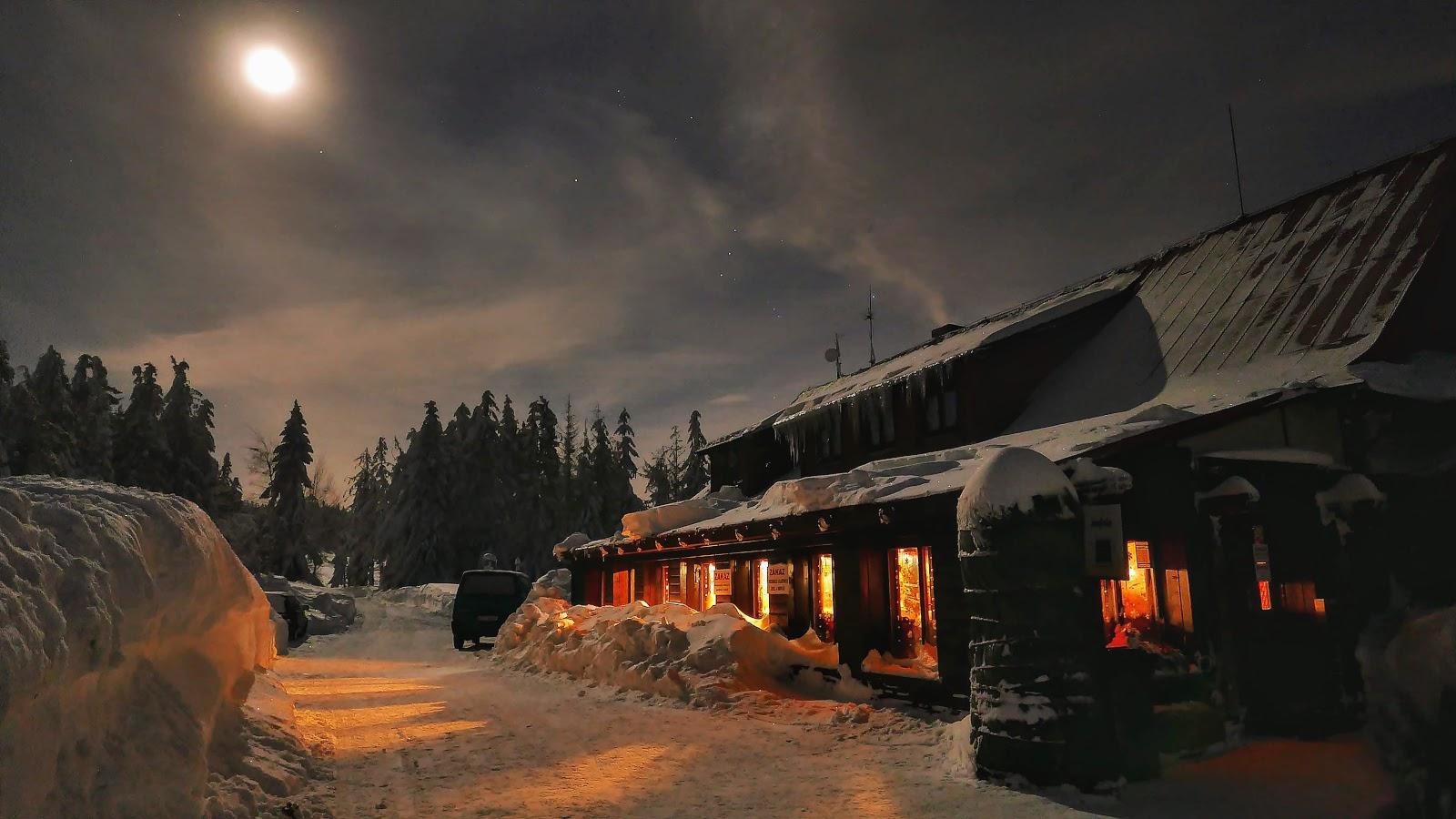 ustroń, zima, czantoria, szlak turystyczny, góry zimą, chata na czantorii