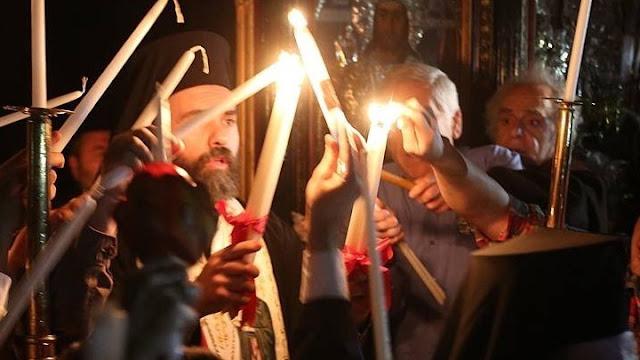 Πως θα έρθει το Άγιο Φως στην Ελλάδα - Αλλαγές στη διαδικασία μεταφοράς του λόγω κορωνοϊού