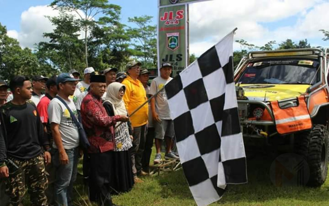 Gelar Offroad Sambil Beramal, Komunitas Jeep Malang Selatan Di Apresiasi Bupati Malang