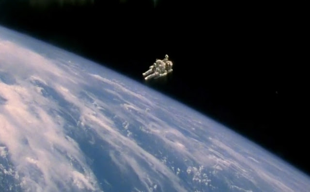 Bruce McCandless in the open space with a Jet pack.