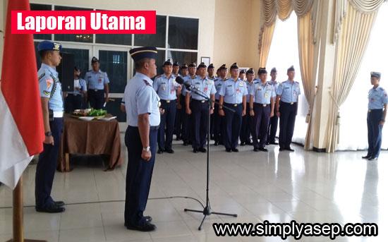UPACARA : Upacara kenaikan pangkat 47 Personil TNI AU Lanud Supadio dipimpin oleh Danlanud Supadio Marsma TNI Minggit Tribowo, S.IP yang berlangsung di Main Apron Lanud Supadio, Senin (2/10).  Foto Asep Haryono