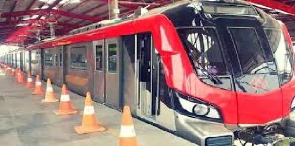 Lucknow-metro-ke-karmi-english-me-ban-rahe-daksh