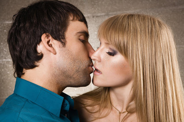 Romantic Love kiss image picture