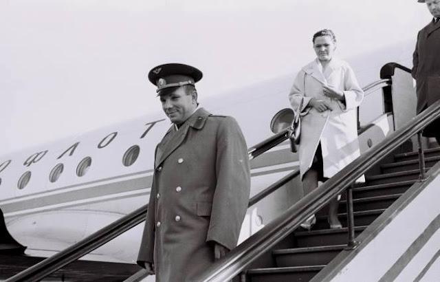 9 октября 1963 года. Рига. Юрий Гагарин с женой Валентиной.