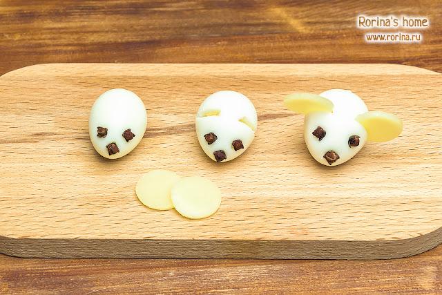 Как сделать мышек из яиц на салат для украшения: рецепт