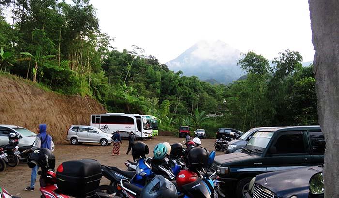 Area Parkir Desa Kinahrejo
