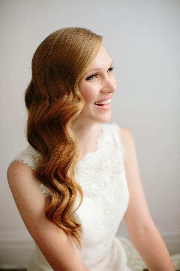 Peinado suelto de novia de estilo retro vintage Hollywood con ondas