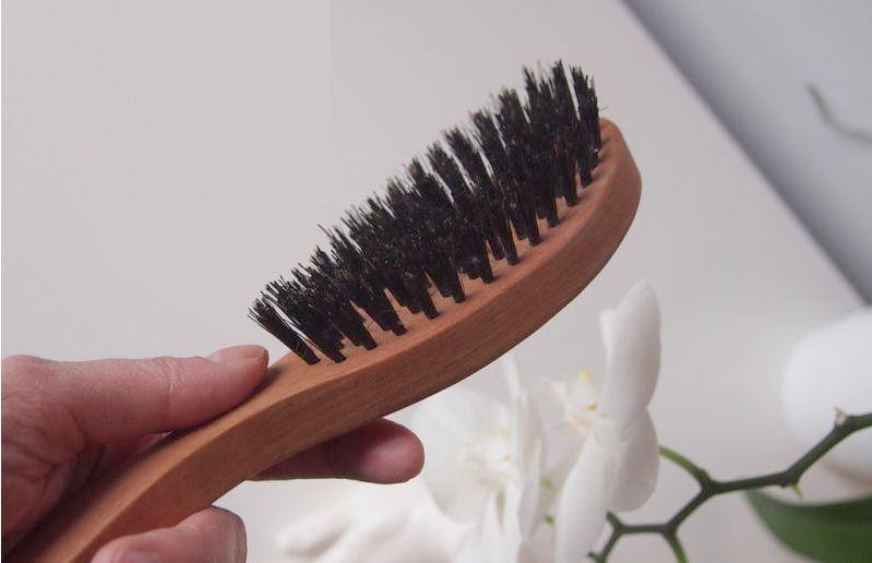 Haarbürste mit Wildschweinborsten