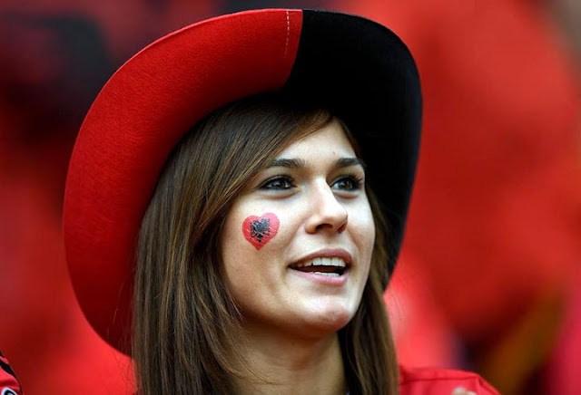 صور مشجعات البانيا مثيرة وساخنة