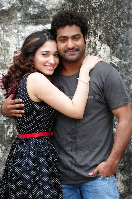 TAMANNA CUTE STILLS FROM OOSARAVELLI