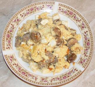 omleta, omleta cu carnati, omleta pufoasa, omleta cu branza, retete culinare, retete de mancare, mic dejun, omleta de casa, omleta cu carnat, retete cu carnati, retete cu oua,