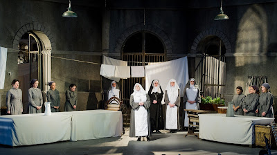 The cast of Suor Angelica at Opera Holland Park. Photo Robert Workman