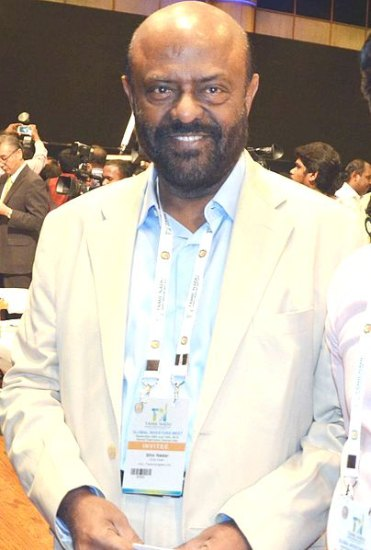 How did Shiv Nadar succeeds by taking risks and making a breakthrough in the computer business(HCL).