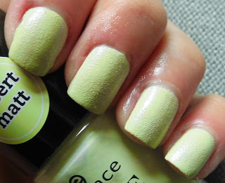 essence-love-and-sound-limited-edition-04-feel-the-vibe-texture-polish-swatch-picture