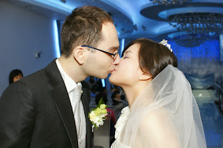Korean wedding bride and groom kiss
