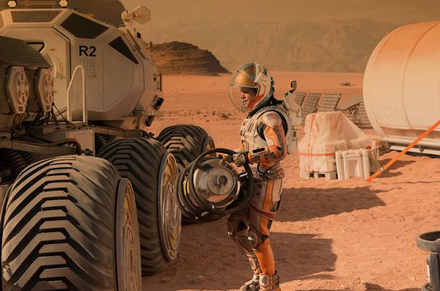 Matt Damon, rămâne singur pe o planetă ostilă în filmul sci-fi The Martian