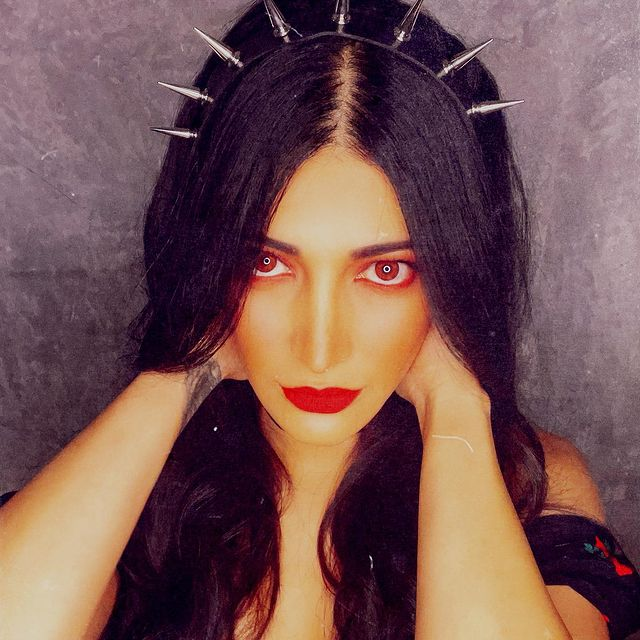 Pic Talk of the day: Shruti Opts For a trendy Yet A Spooky Look?