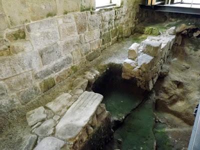 vestígios arqueológicos no Arqueosítio da R. de D. Hugo