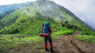 keunikan seorang porter gunung