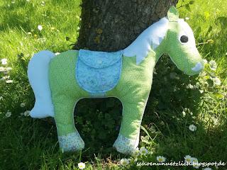Kuschelpferd grün und weiß