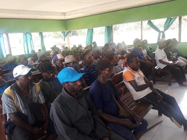 Trauma Akibat Demo, 89 Orang Warga Diungsikan Satgas Yonif R 300 di Balai Desa