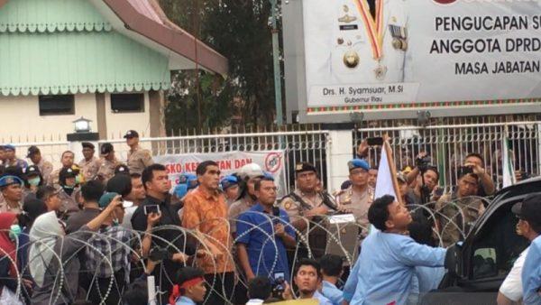 Rektor Melarang Demo, Mahasiswa UIN Riau Geruduk DPRD