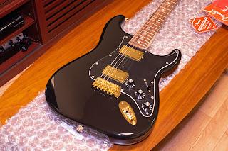 綺麗な状態で届いた Fender Blacktop Stratocaster
