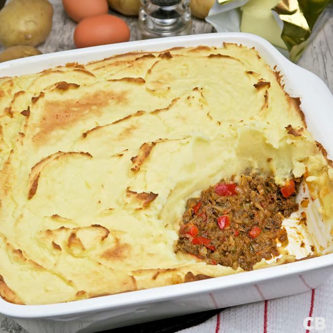 Recept Jachtschotel met een vulling van kruidig stoofvlees onder een laagje aardappelpuree