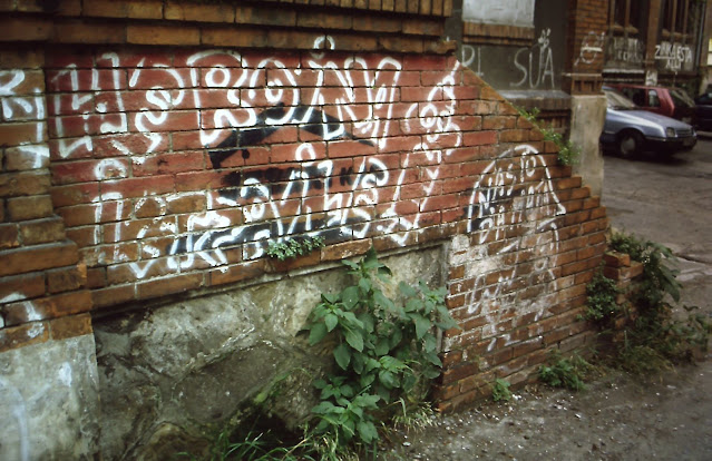 Pintada en el edificio del matadero de Barakaldo en la décadas de 1990