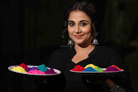 Vidya Balan Playing Holi For Promoting Begum Jaan movie 8.JPG