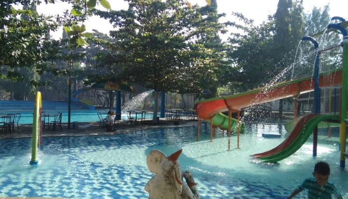 Kolam Renang Dumilah Park Madiun