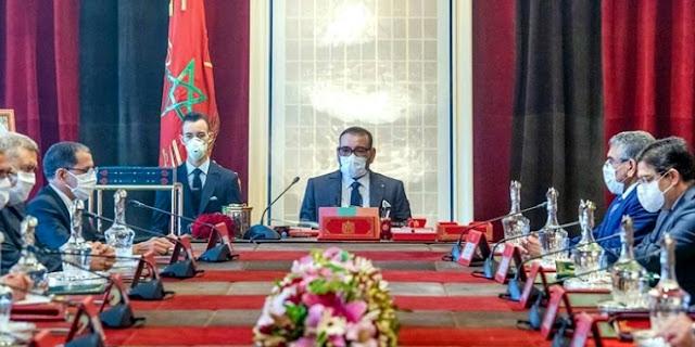 عاجل   (الديوان الملكي) الملك يترأس اجتماعاً بقصر الرباط لتفعيل تلقيح المغاربة ضد كورونا