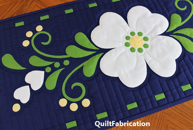 Spring Fling table runner closeup by QuiltFabrication
