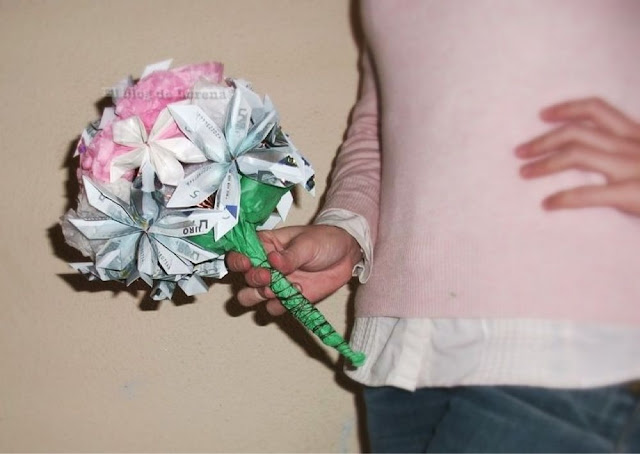 Ramo de flores con billetes