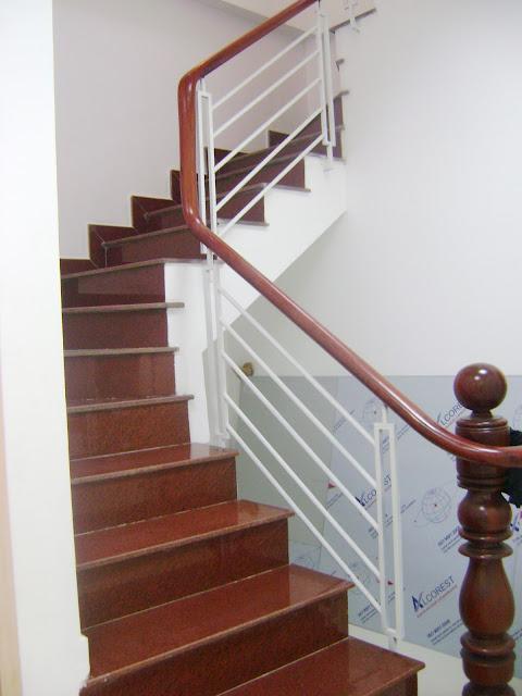 cầu thang ốp sắt ốp gỗ
