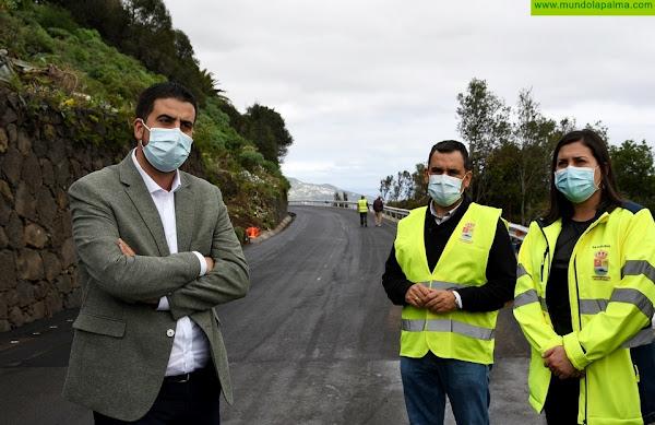Concluye la rehabilitación del tramo de carretera de Villa de Mazo dañado por la caída de un eucalipto