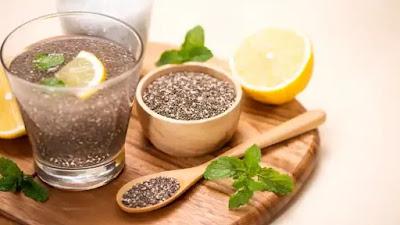 Cobalah air detoksifikasi berbahan dasar biji chia ini untuk meningkatkan kesehatan Anda