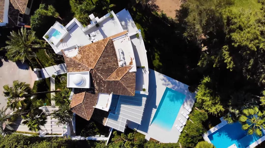 19 Interior Design Photos vs. Villa Alexandra Marbella Tour