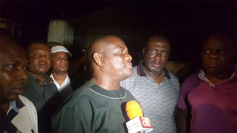 """Operatives threaten to shoot Wike as gov blocks DSS from """"abducting"""" a judge by 1AM"""