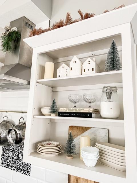 Simple winter kitchen decor