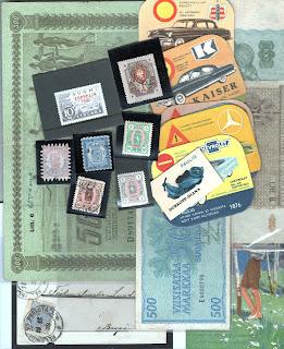 Raha- ja postimerkkihuutokaupan kohteita.