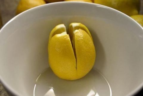Τι θα συμβεί εάν κόψουμε μερικά λεμόνια και τα βάλουμε δίπλα στο κρεβάτι μας